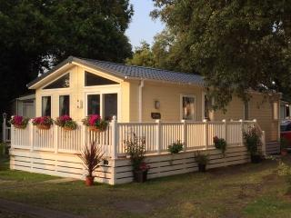 HOLIDAY LODGE, 97 SANDHILLS, MUDEFORD, DORSET