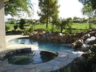 Golf Villa with Views, Rock Pool and Waterfall, La Quinta