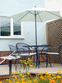 Moorhen Cottage outside dining in private garden