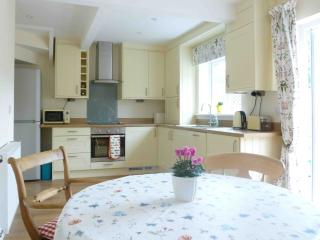 Moorhen Cottage bright and sunny kitchen
