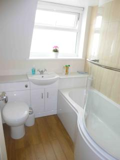 Moorhen Cottage contemporary Bathroom
