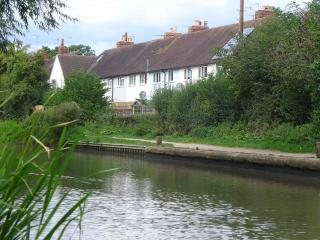 Moorhen Cottage, town centre with parking, Stratford-upon-Avon