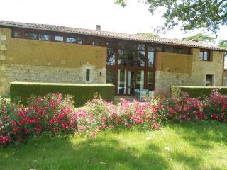 Jardin d'en Naoua Gite de groupe piscine & loisirs, Maubec