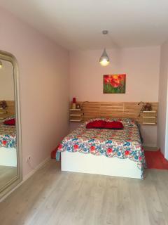 Principal bedroom with a suite bathroom and a large veranda