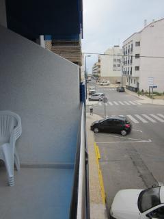 vista desde el balcon al fondo de la calle esta la playa.a 100metros