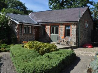 Sheldon Barn with shared indoor pool & hot tub, Bideford