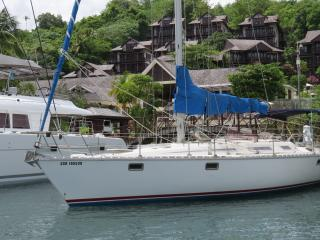 Classic yacht houseboat in beautiful Marigot Bay, Baie de Marigot