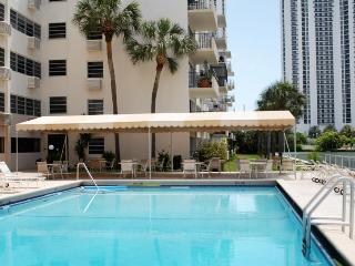 Sunny Isles, Miami - 1 Bed Apartment close to beach. Free WiFi and Hulu TV!