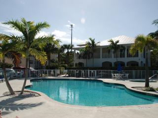 Luxury 3 BR condo, boatslip, easy accces to ocean