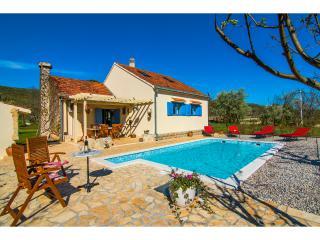 LAST MINUTE- Romantic villa with pool, Split