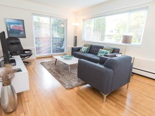Fully Renovated KItsilano Two Bed close to beach