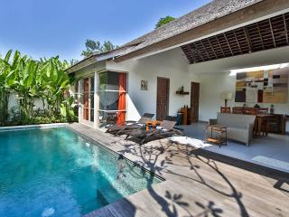 Balinese Style Villa 2 Bedroom Great Location, Legian