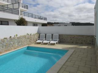 SC Cottage sleeps 5, private pool, Silver Coast