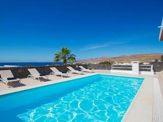 Puerto Calero Villa Sleeps 6 with Pool Air Con and WiFi - 5630295