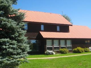 Teal 28 is a 3 bedroom vacation home in Pagosa Springs offers a central location to many activities.