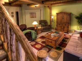 Relax and cherish an amazing vacation experience in this Pagosa Springs condo.