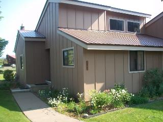 Enjoy your Pagosa Springs vacation in this pet friendly condo located in the heart of the Pagosa Lakes area.