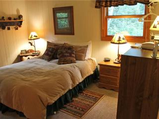 Located at Base of Powderhorn Mtn in the Western Upper Peninsula, A Modern & Cozy Vacation Home with Charming Cabin Décor, Bessemer