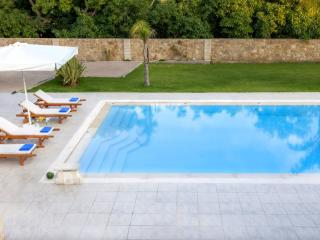 Villa in Souda with large pool