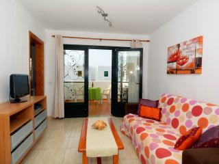 BEACH, POOL, SUNNY 1BED HOLIDAY APARTMENT, Puerto del Carmen