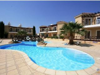 Luxury Ground Floor 2 Bed Apartment with WIFI & TV, Pafos