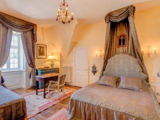 Tamerville Chateau Sleeps 15 with Pool - 5049730