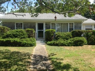PRIVATE OLD SILVER IS A 1/2 MILE WALK !!! 106756, Falmouth