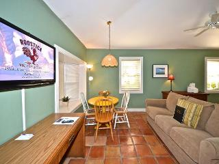 Osprey Suite - Secluded Cottage w/ 3 Hot Tubs On Site. Steps to Duval St!, Key West