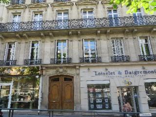 Studio spacieux, rénové, lumineux et calme, Paris