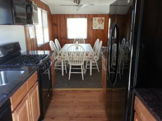 FOOTSTEPS Rental Upper Level pet friendly 3BR, LBI