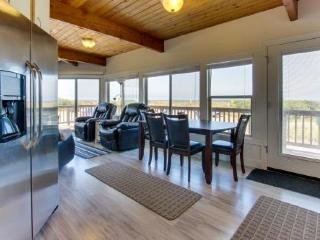 Stunning views from this updated beach house for 14 await, Rockaway Beach