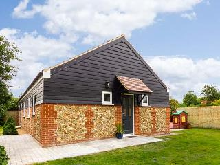 THE MEADOWS COTTAGE all ground floor, woodburning stove, good touring base in Bi