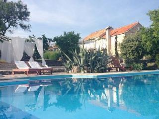 Rustic Mediterranean House for rent, Stari Grad