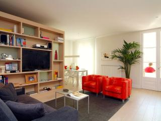 Modern 3 Bedroom Apartment in Esquerra de l'Eixample, Barcelona