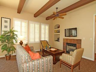 A Private Downstairs Studio with a Direct Mountain View close to the Pool, La Quinta