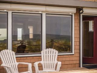Craftsman-Style Oceanfront Beauty Sleeps 8!, Neskowin