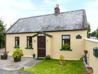 CLOVER COTTAGE, traditional, all ground floor, woodburner, garden, near Kilmallock, Ref 922293