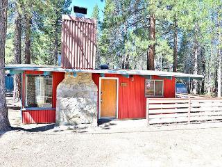 2BR/1BA Norwegian Cabin with Retro Style - Walk to Restaurants, Sleeps 6, South Lake Tahoe