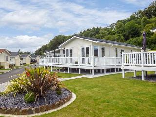 CWTCH, beautifully decorated, pet-friendly, en-suite, beach and amenities