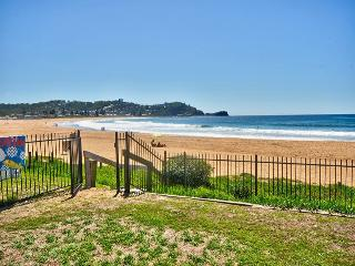 HI SURF 2 - Prime Position, Avoca Beach