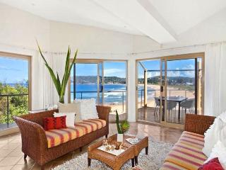 THE BREAKERS - Views, Terrigal