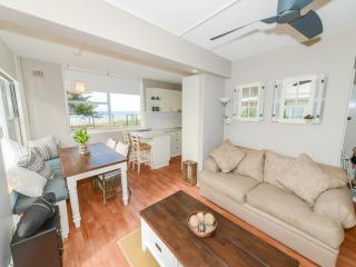 NIRVANA 1 - Linen & Position, Avoca Beach
