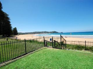 HI SURF 6 - Beachfront Unit, Avoca Beach