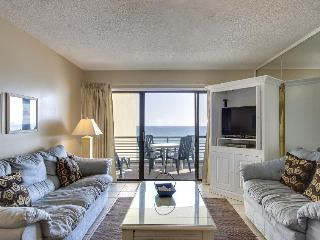 Lovely condo for six right on the beach with community pool - snowbirds welcome!