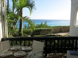Affordable BEACHFRONT Luxury., Cupecoy Bay