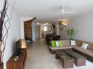 Beachfront Two Bedroom Condo in Orient Beach, Orient Bay