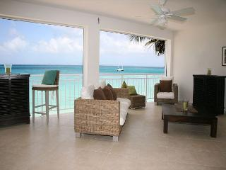BEACHFRONT Two Bedroom Upscale Condo on Grand-Case Beach