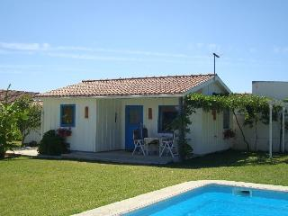 Modern Cozy Cottage with spacious garden & Pool, Pinhal Novo