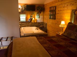 Enchanted Forest Resort: Secluded Mountain Top Cabin 1, Eureka Springs