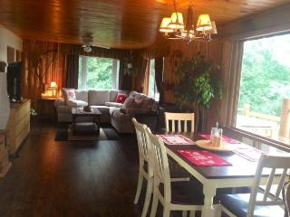 Luxury Cottage with Whirlpool,Sauna & Guest House, Cobalt
